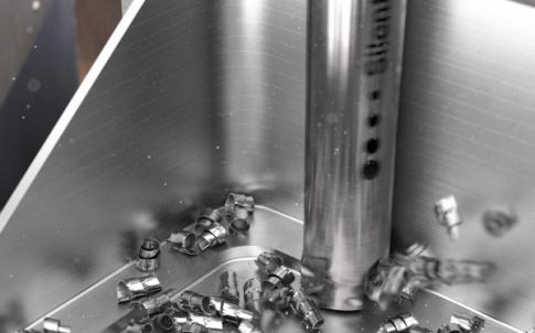 san987_cm390d_action-image-titanium_component_lr