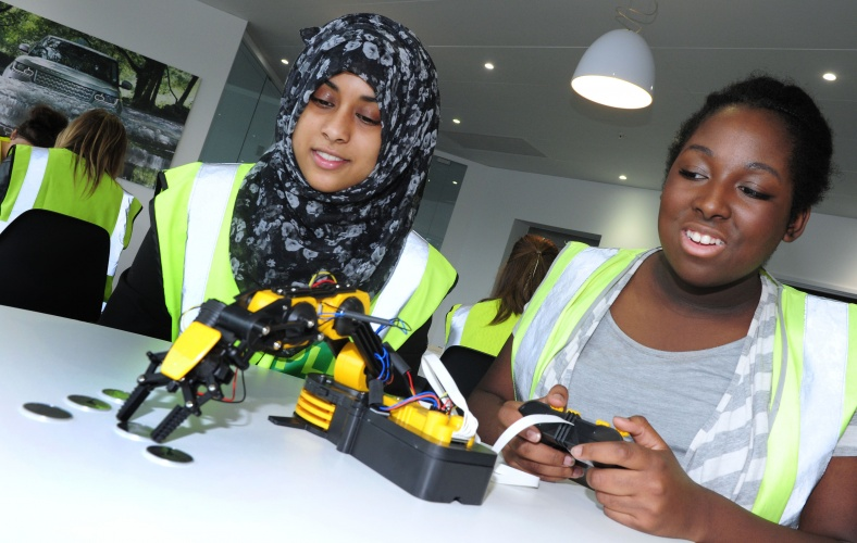 students-learn-about-robot-programming-and-control-during-visit-to-solihull-avanced-manufacturing-plant
