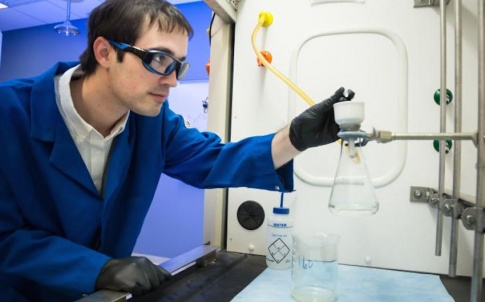ORNL's Charles Seipp synthesised guanidine that was found to bind strongly with carbon dioxide directly from air