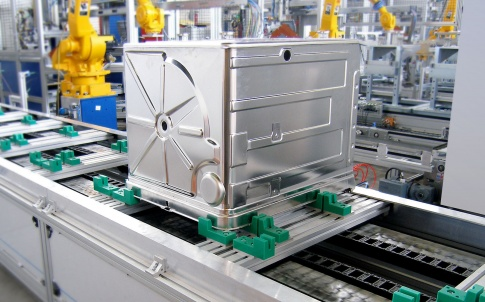 accumulating pallet recirculation system