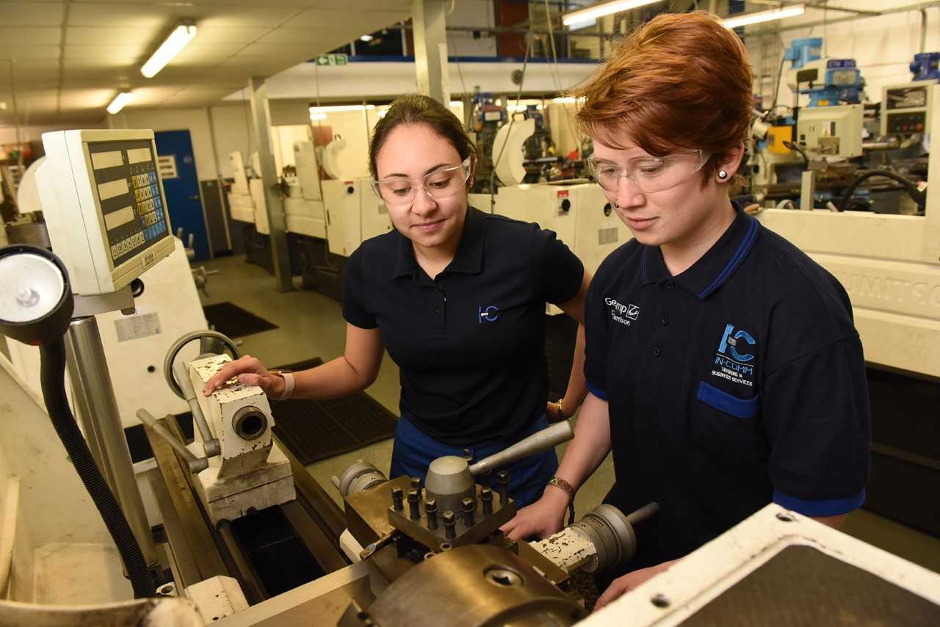 MP gives her support to apprentices