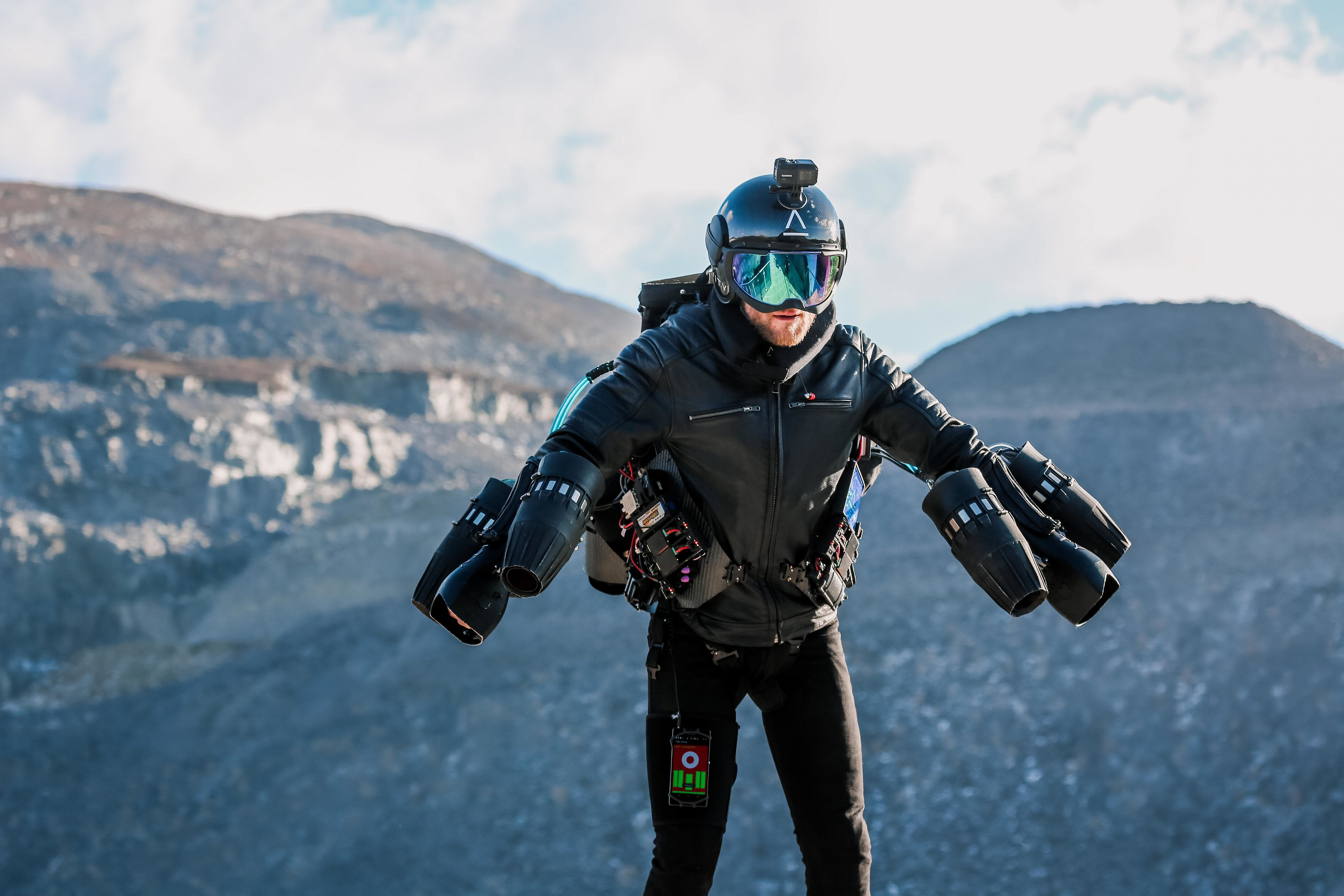 """Real-life Iron Man"" pilots jet suit up Europe's longest ..."