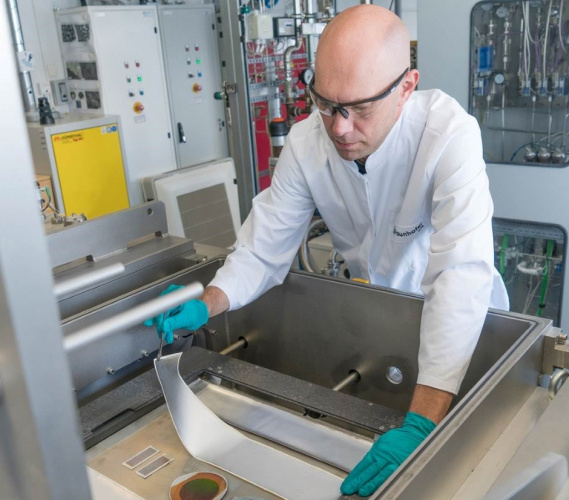 Textile-based solar cells on a roll in Germany