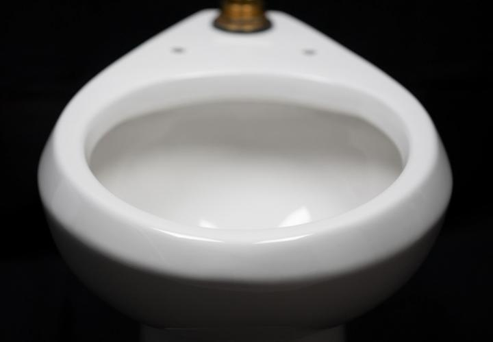 Super-repellent coating helps toilets save water