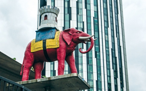 Elephant-and-Castle-landmark_2016