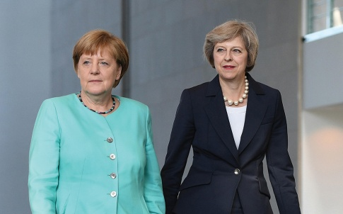 GDRX43 Berlin, Germany. 20th July, 2016. German chancellor Angela Merkel (L) receives the newly elected British Prime Minister Theresa May at the Chancellery in Berlin, Germany, 20 July 2016. Photo: Soeren Stache/dpa/Alamy Live News
