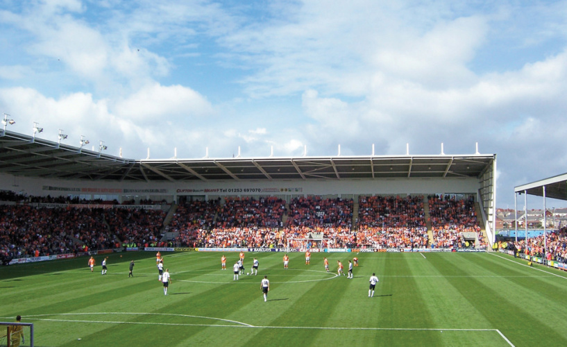 premier-league-kick-off-at-bloomfield-road-blackpool-vs-liverpool_terry-robinson
