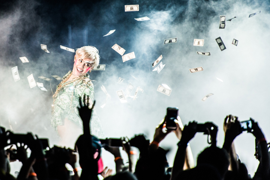 Picture of Miley Cyrus in concert by Austria MusicPhotographer Matthias Hombauer