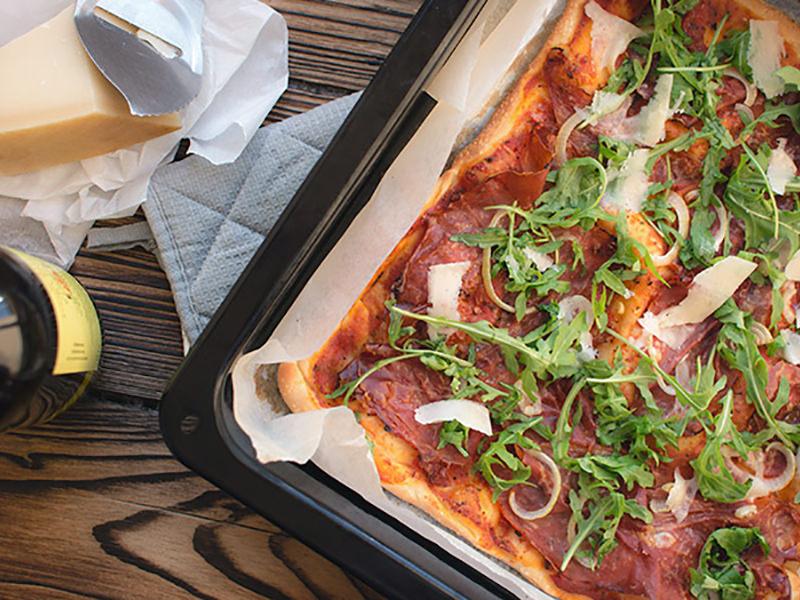 Foodiesfeed.com homemade pizza1