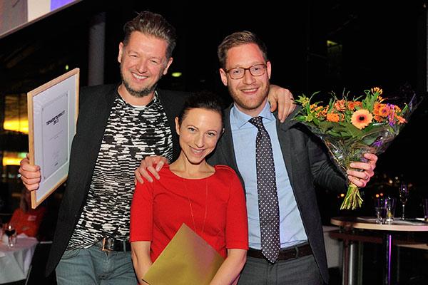 Chefs redaktionschef Kristofer Steneberg tillsammans med webbredaktörerna Maria André och Calle Fleur på Tidskriftsgalan. Foto: Anette Persson.