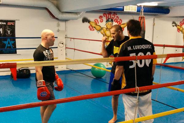 Mats Lundquist och Risto Oja på Bäckströms anläggning har börjat boxningsträna för att komma i form.