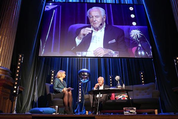 Cissi Elwin och Jan Carlzon, på scen på Stora Chefsdagen 2014. Foto: Karina Ljungdahl