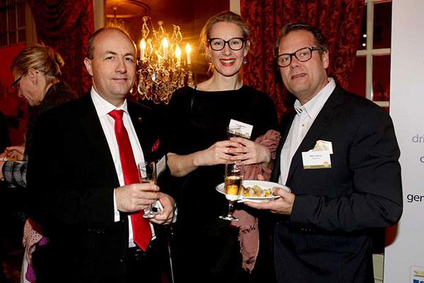 Mikael Brännväll, vice vd Dramaten, Klara Adolphson, vd Doberman och Mikael Ahlerup, tidigare pristagare Årets Chef. Foto: Karina Ljungdahl.
