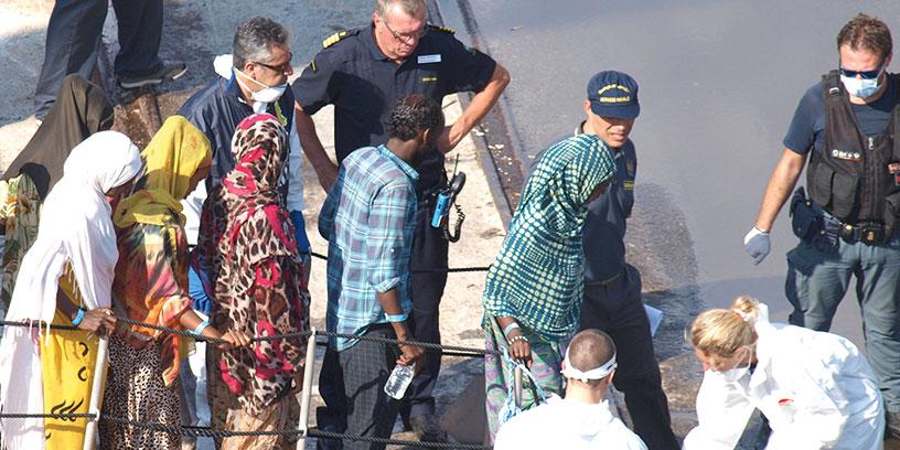 Äntligen fast mark under fötterna. Vibo Valentia var en av de hamnar dit Poseidon transporterade migranter. Foto: Kustbevakningen
