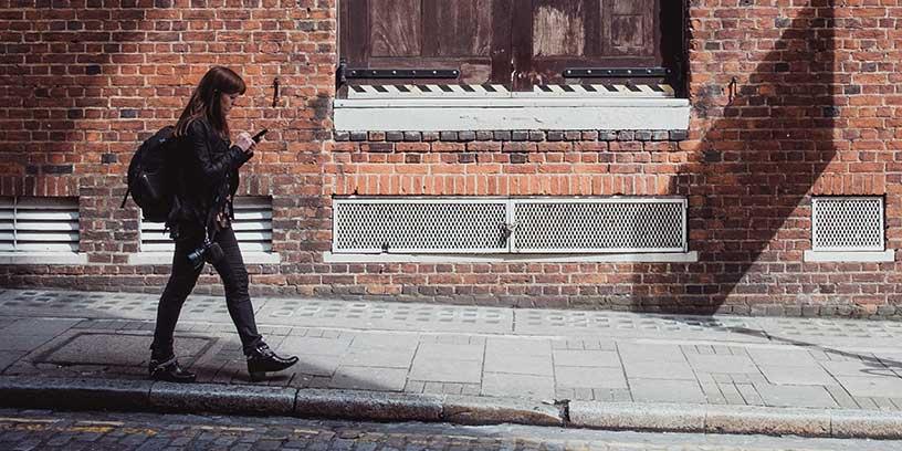 ensam-kvinna-foto-samuel-zeller