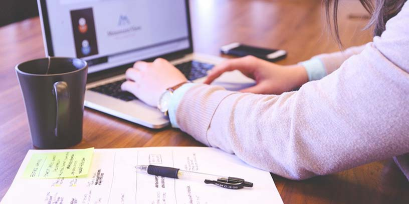 metoder-svara-samtal-penna-hand-dator-hantera-konflikter-kommunicera