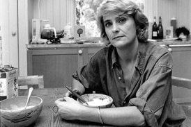 Efter några år som dagspressjournalist blir Eva Hamilton nyhetsreporter på SVT 1990.