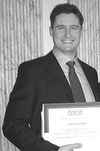 Jonas fick sitt diplom för Masters of Business Administration på prestigeskolan Insead i Frankrike år 2001.