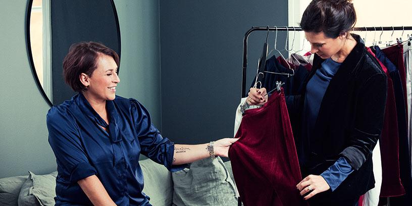 Det är systrarna själva och inte en inhyrd designer som gjort kläder på Daisy Grace. Foto: Karl Nordlund