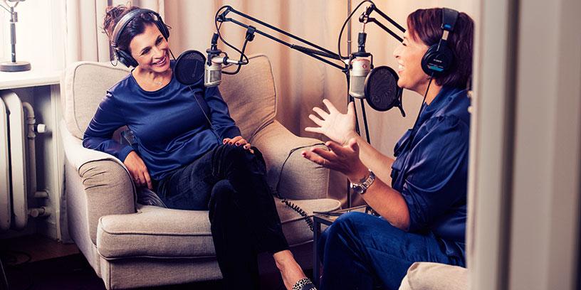 Hannah Widell och Amanda Schulman i poddstudion. Foto: Karl Nordlund