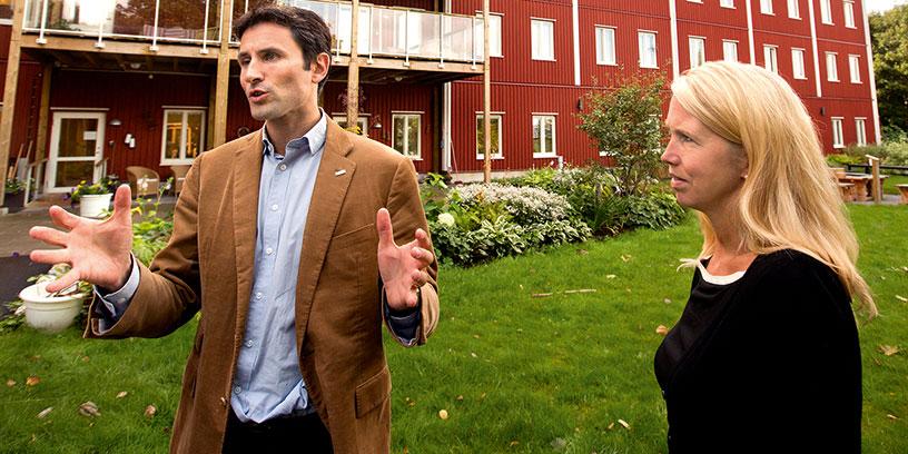 Som vd för riskkapitalbolaget IK Investment Partners var Helena Stjernholm en av aktörerna bakom det privata vårdföretaget Attendo. Här med koncernchefen Henrik Borelius. Foto: Paul Hansen, TT-bild