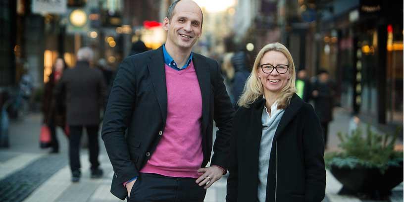 Alexander Lindstrand, People & Culture Manager på Danske Bank och Henrietta Bean, regionansvarig på Mitt Liv, som arbetar för ökad mångfald och inkludering i arbetslivet och samhället. Foto: Martina Huber