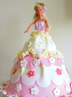 Azita Shariati älskar att skapa figurtårtor. Här är Barbietårtan till hennes mans systerdotters födelsedag.