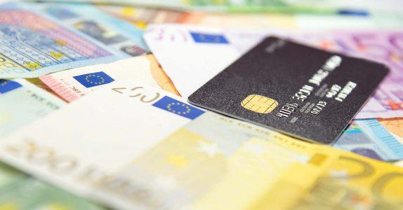 Quando pedir empréstimo ou usar cartão de crédito?
