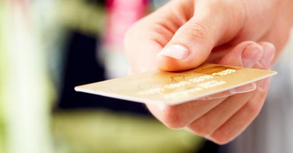 Descubra quantas funcionalidades tem o seu cartão de débito