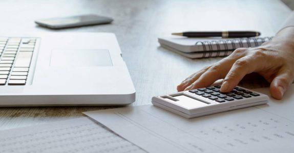 Descoberto bancário versus cartão de crédito: qual compensa mais?