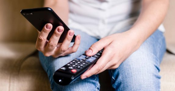Como ligar o telemóvel à TV?