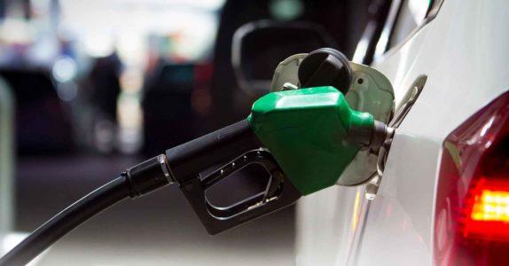 Taxa gasolineira: descubra este custo oculto dos cartões de crédito