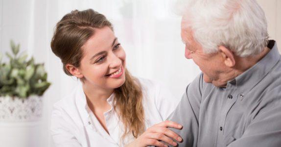 Cuida de terceiros? Descubra o Estatuto do Cuidador Informal