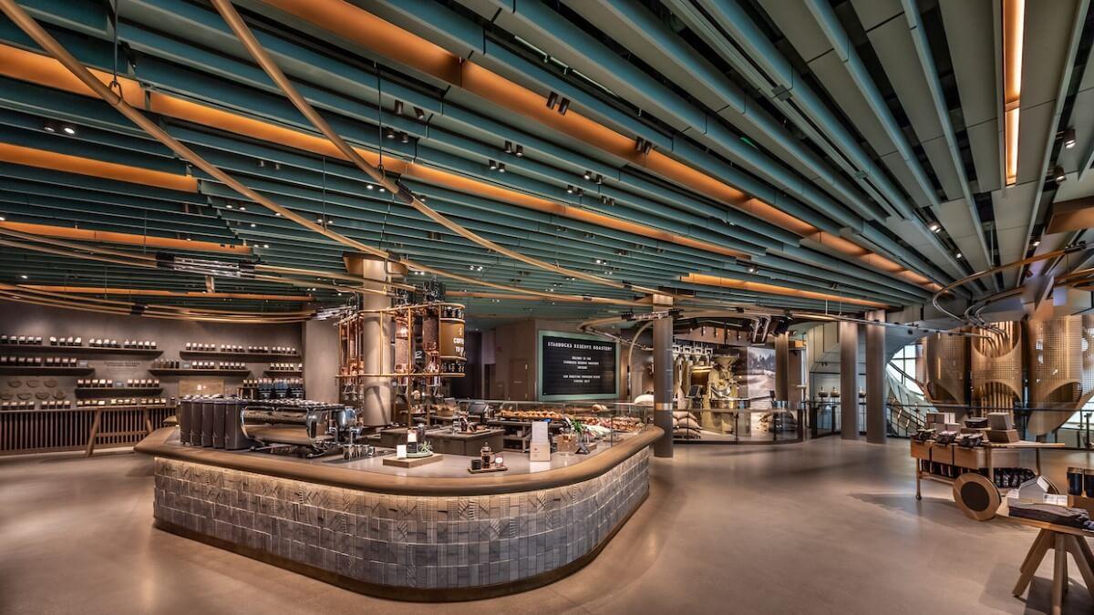 Starbucks'ın AVM'yi Andıran Yeni Devasa Mağazası
