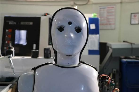 """Kafelerde, Evlerde, """"Yerli ve Milli""""... Robot?!"""