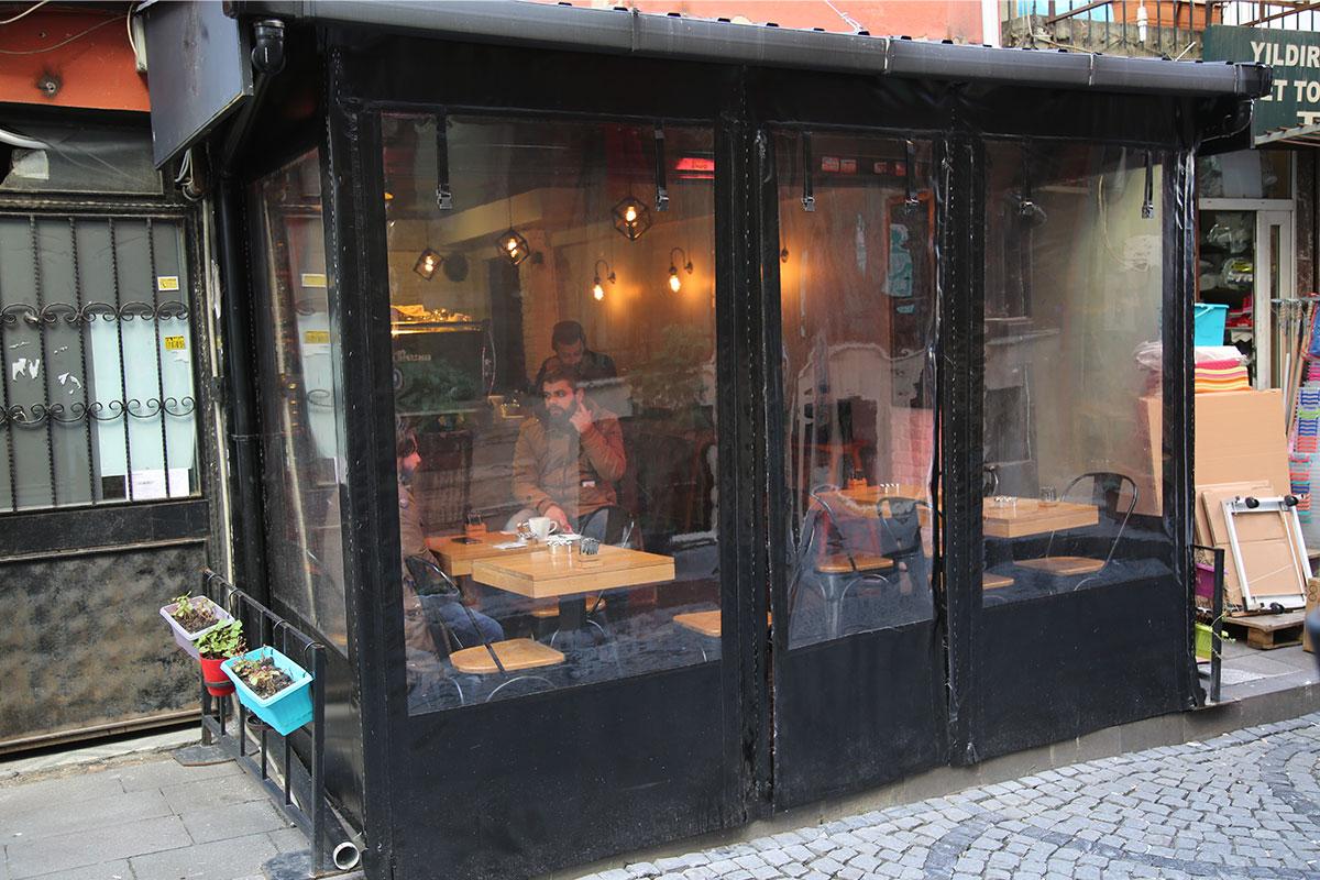 Le Chat Noir Coffee Shop
