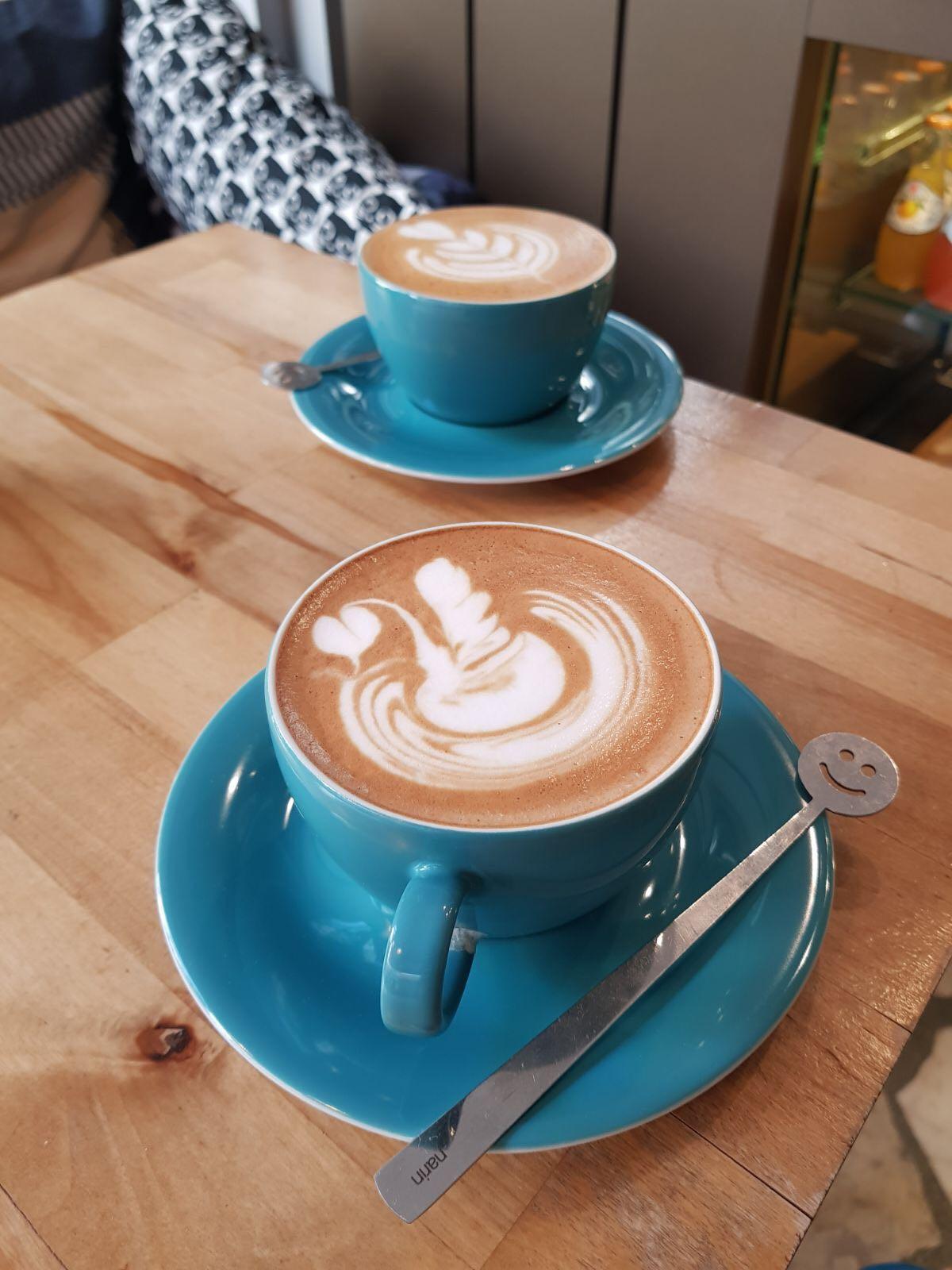 Mavi Demirli Kahve Durağı; Stand By Coffee