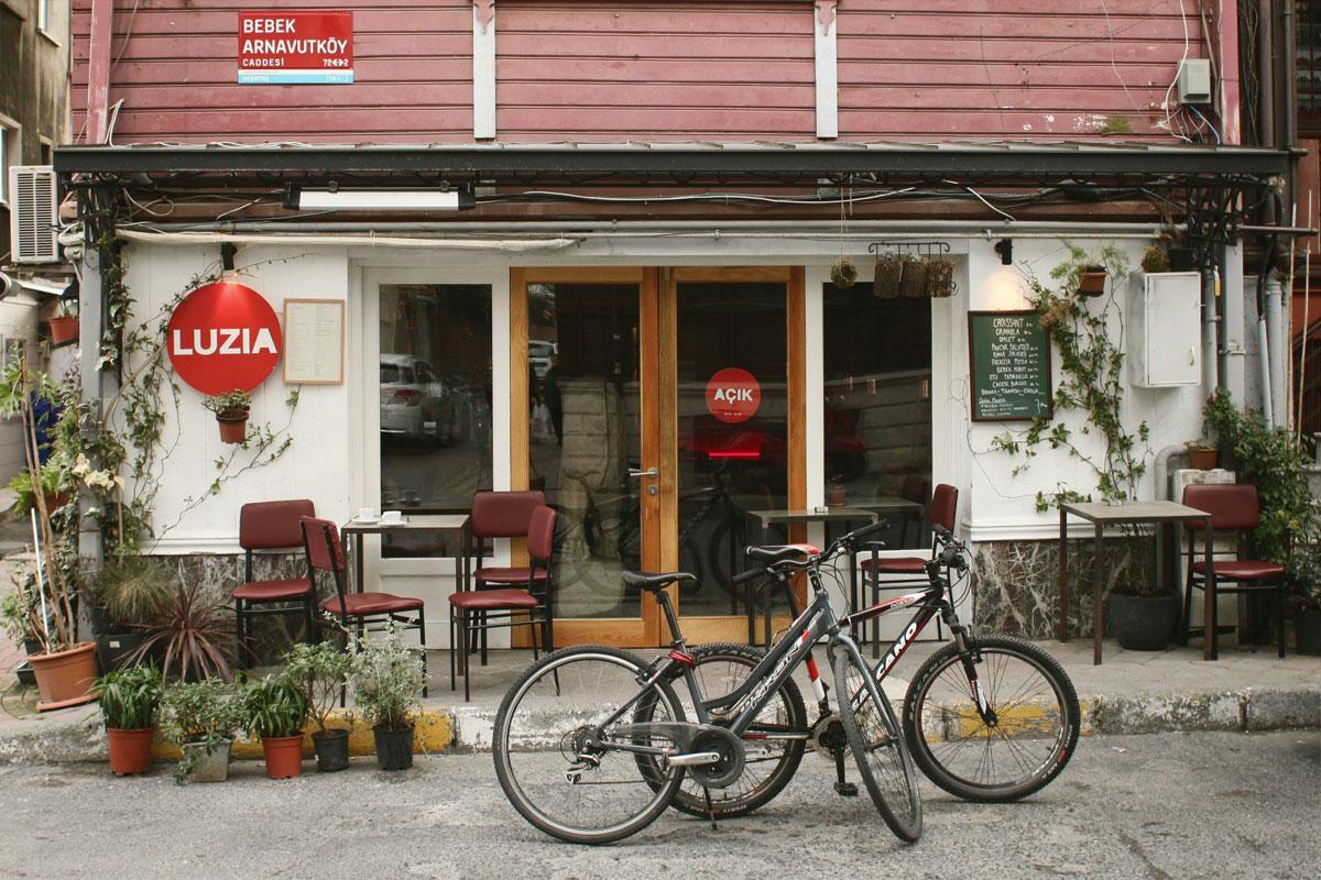 Luzia Cafe