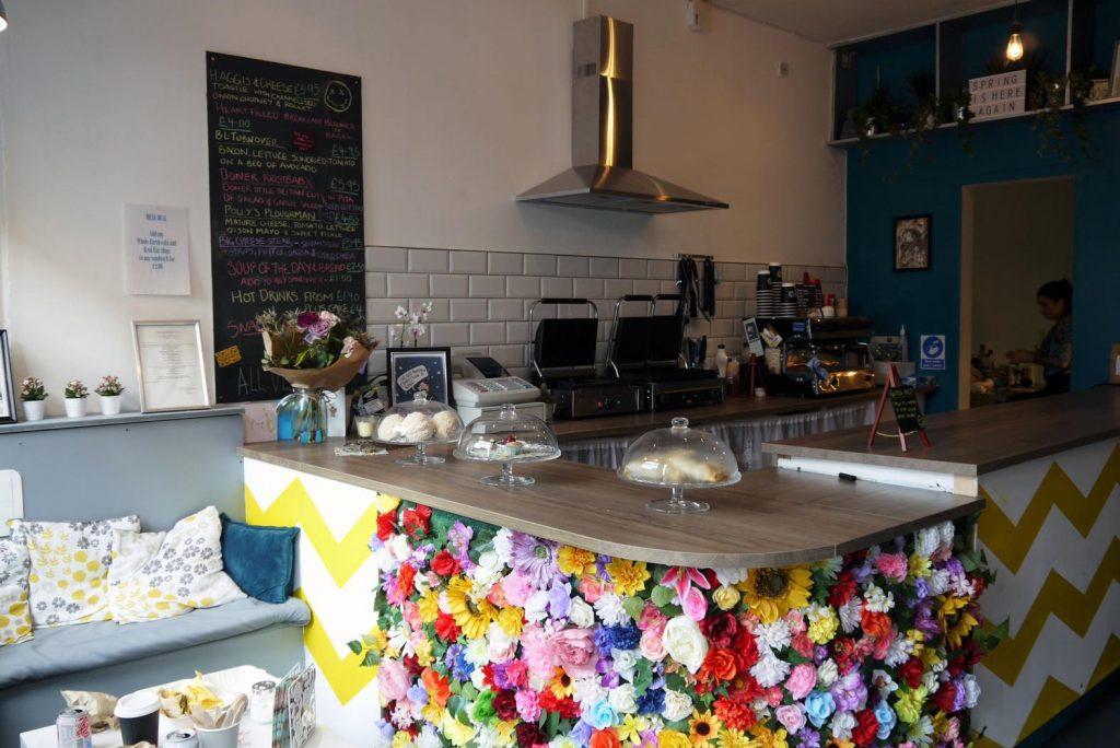 İskoçya'da Nirvana Temalı Vegan Kafe