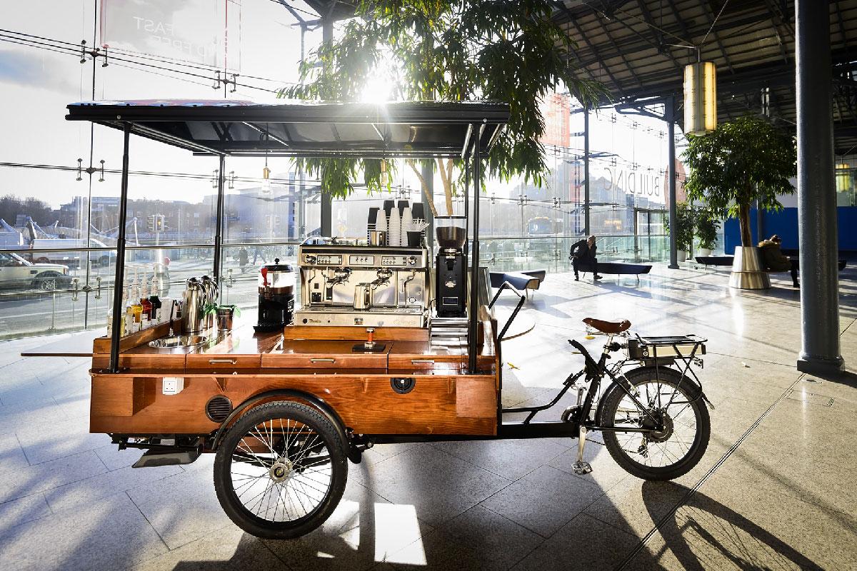 Özel Tasarım Bisikletle Kahve Dağıtıyor