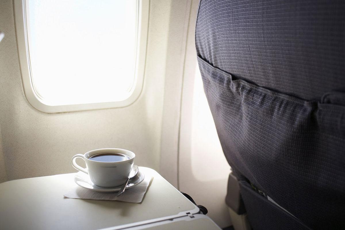 Uçaklardaki Kahve Neden Kalitesizdir ve Hijyenik Değildir?