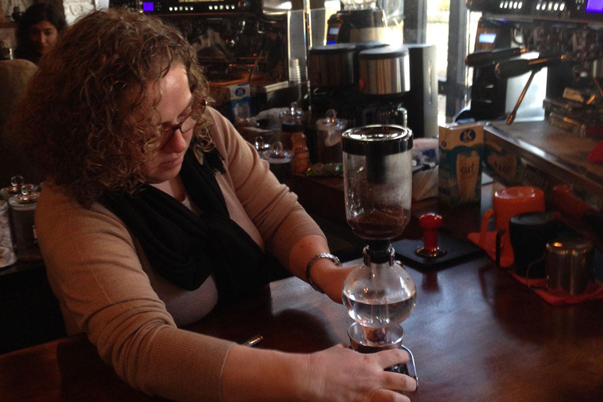 Coffee Lab - Bir Kahve Laboratuvarında Syphon'la Tavlanan Kadın