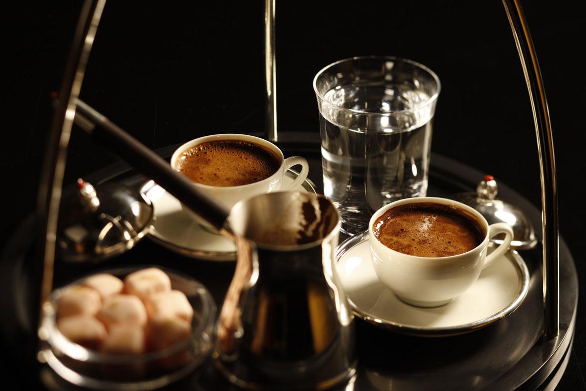 Türk Kahvesi Yanında Su Neden İkram Edilir?