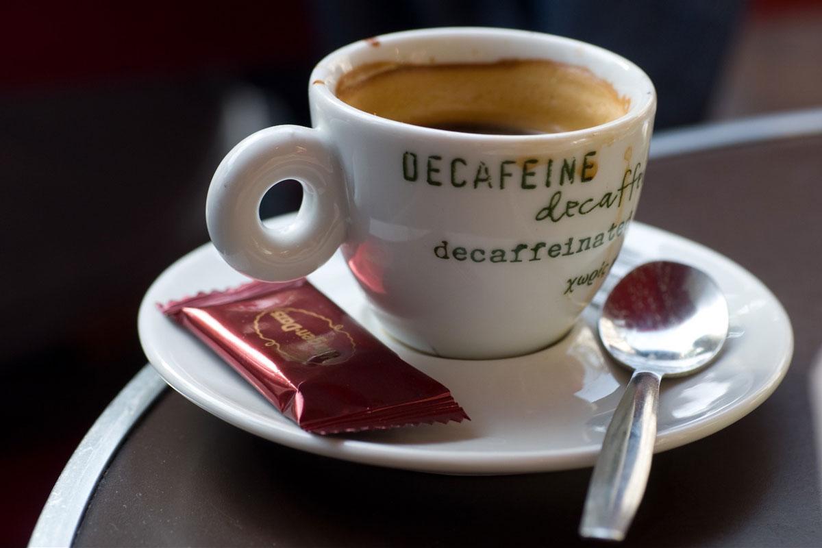 Kafeinsiz Kahvede Sağlık Riskleri Olabilir mi?