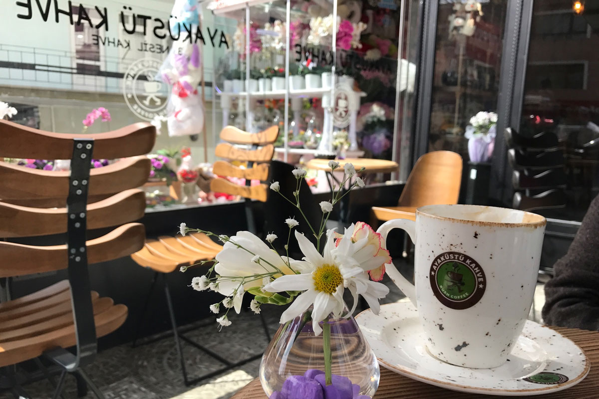 Ayaküstü Kahve - İzmir'de Büyüyen Bir Marka