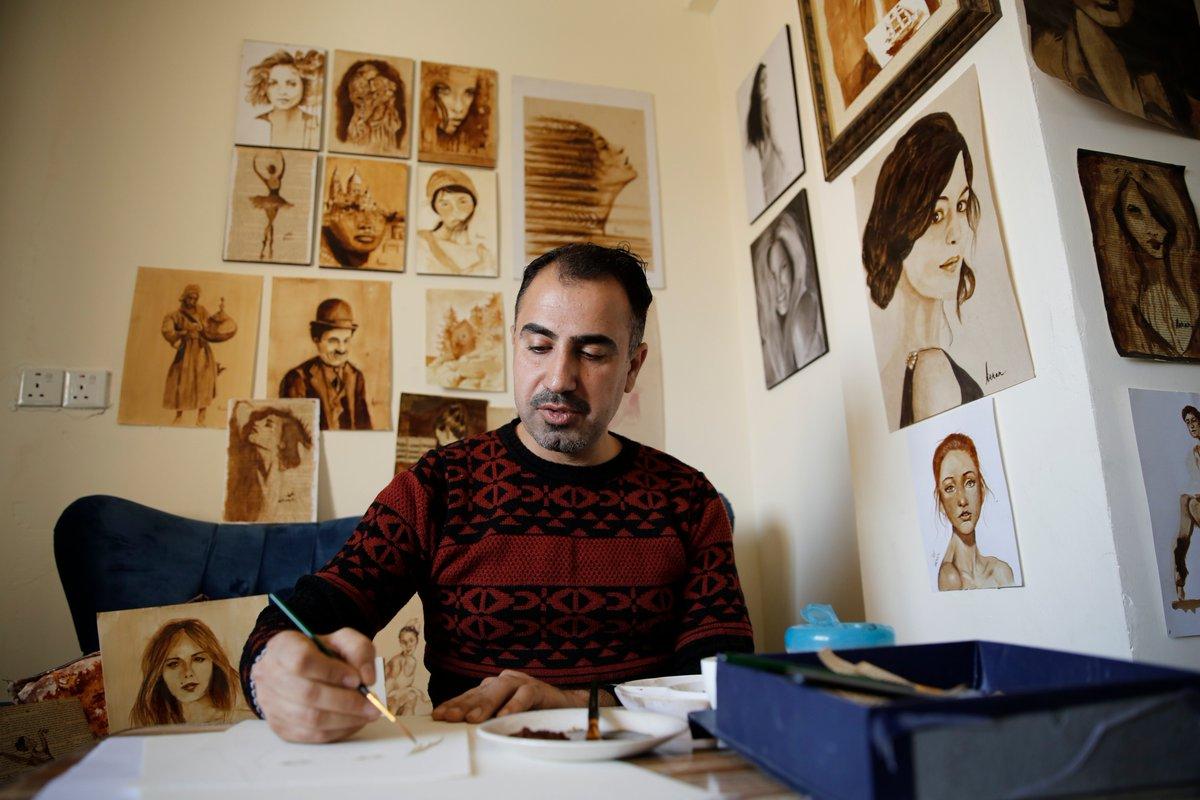 Iraklı Ressam yıkılan Eserleri Kahveyle Resmediyor