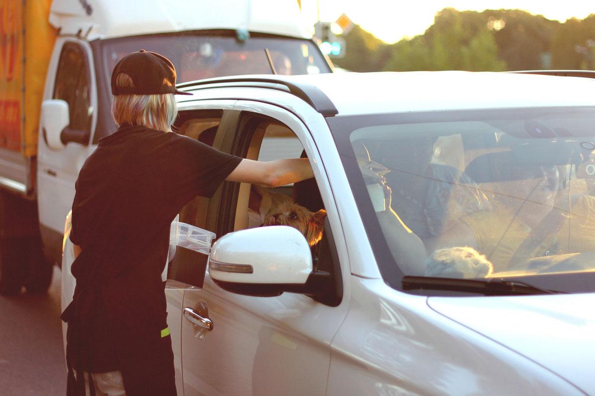 Trafik Polislerinden Sürücülere Kahve İkramı