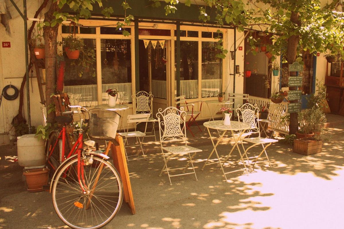 Kahve Kokusu Saran Ada Sokaklarında; Luz Cafe