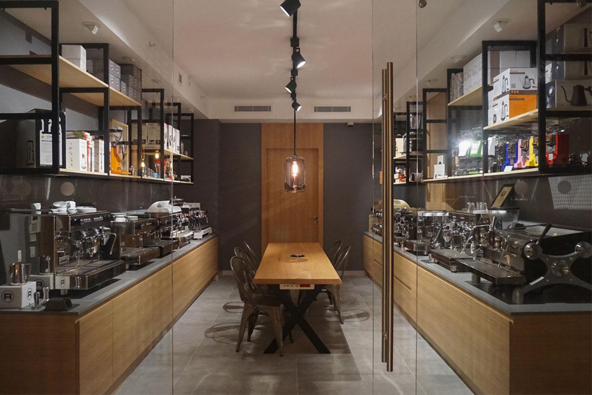 Espresso Perfetto Cafe & Showroom Sizleri Bekliyor