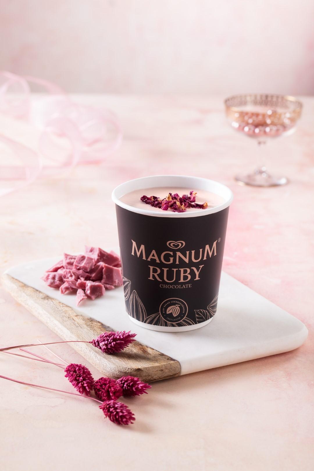 Dördüncü Tür Çikolata Ruby, Türkiye'de İlk Kez Magnum Store İstanbul'da